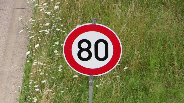 cu shot of speed limit sign plate on freeway a1 / hermeskeil, rhineland-palatinate, germany - numero 8 video stock e b–roll