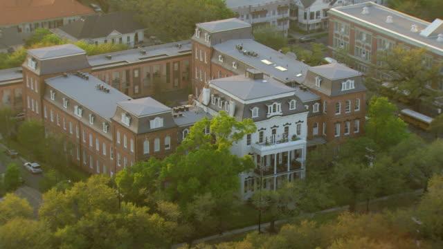 vídeos y material grabado en eventos de stock de ws aerial shot of st elizabeths building / new orleans, louisiana, united states - orfanato