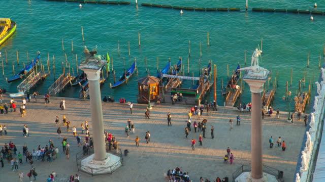 vídeos y material grabado en eventos de stock de ms t/l shot of st marks square, gondola pier, lion of venice and st theodore columns / venice veneto italy - poste de madera