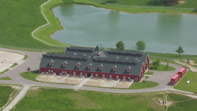 ms aerial ds shot of stable at warm springs ranch / boonville, missouri, united states - pferdestall stock-videos und b-roll-filmmaterial