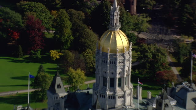 ms aerial zi zo ds shot of state capitol building / connecticut, united states - dome stock videos & royalty-free footage