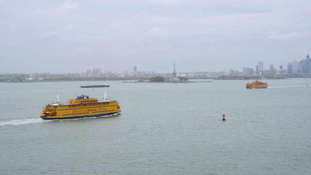 """""""ws td aerial shot of staten island ferry in skyline / new york city, united states"""" - staten island stock videos and b-roll footage"""