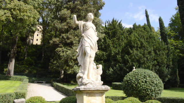 ms shot of statue in giardino giusti botanical renaissance park / verona, veneto, italy - renaissance stock videos & royalty-free footage