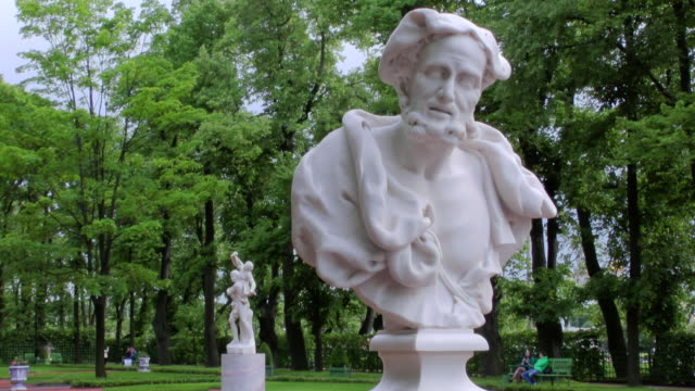 ms shot of statues with trees on backside in summer garden / st. petersburg, russia - st. petersburg russia stock videos & royalty-free footage