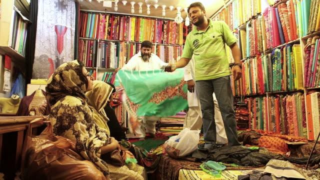shot of stores at old lahore / old city of lahore punjab pakistan - punjab pakistan bildbanksvideor och videomaterial från bakom kulisserna