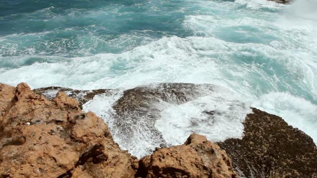 ms shot of stormy shore and sea / perth, australia  - western australia bildbanksvideor och videomaterial från bakom kulisserna