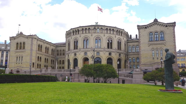 ms shot of stortinget, seat of norway parliament / oslo, norway - palazzo del parlamento video stock e b–roll