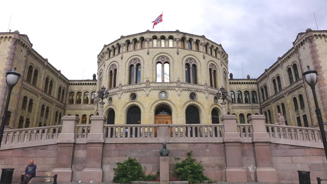 stockvideo's en b-roll-footage met ms la shot of stortinget, seat of norway parliament / oslo, norway - parliament building
