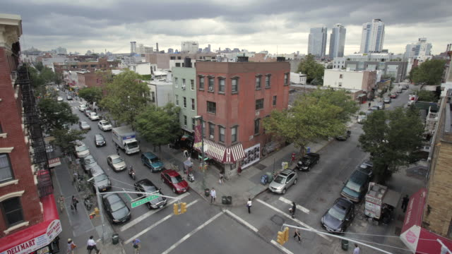 ws t/l shot of street at north seventh and bedford / new york, united states - brooklyn new york stock videos & royalty-free footage