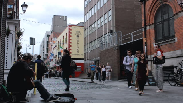 ms shot of street performer playing guitar on temple bar street / dublin, leinster,  ireland - street performer stock videos and b-roll footage