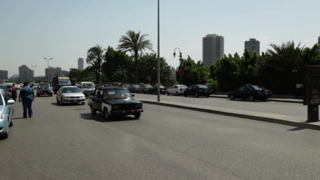 ms pan shot of street traffic / cairo, egypt - エジプト点の映像素材/bロール
