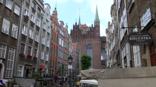 ms shot of street ul.mariacka in old town / gdansk, baltic coast, poland - western script stock videos & royalty-free footage