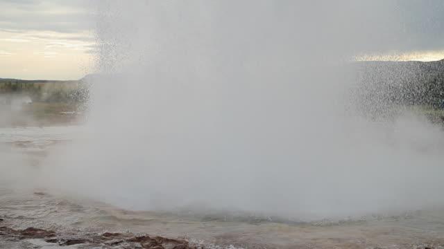 MS Shot of strokkur geyser erupting / Porvaldseyri, Sudhurland, Iceland