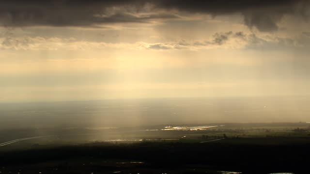 stockvideo's en b-roll-footage met ws aerial shot of stromy and cloudy area / new york, united states - storm cloud