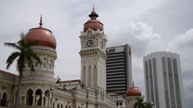 vídeos y material grabado en eventos de stock de ms shot of sultan abdul samad building / kuala lumpur, malaysia - edificio del sultán abdul samad