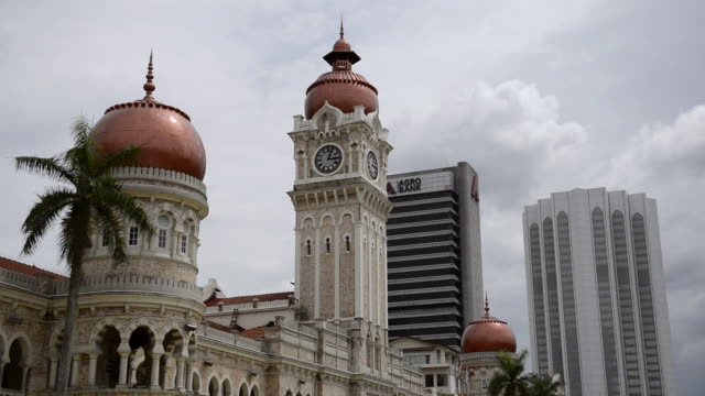 ms shot of sultan abdul samad building / kuala lumpur, malaysia - sultan abdul samad gebäude stock-videos und b-roll-filmmaterial