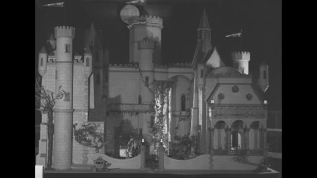shot of sumptuous miniature dollhouse a castle curated and designed by actress colleen moore / shot of gate in front of castle / shot of fountain on... - springbrunnen stock-videos und b-roll-filmmaterial