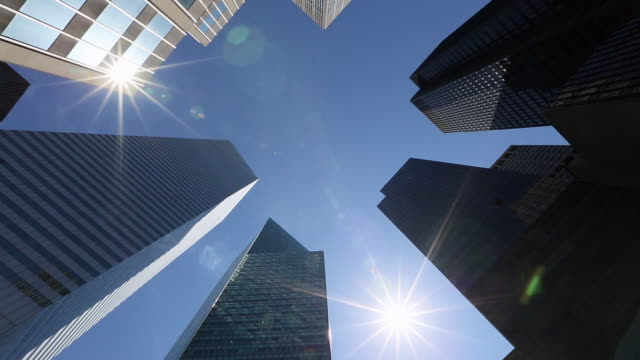 ws t/l pan shot of sun above skyscraper at midtown / new york, united states - skyscraper stock videos & royalty-free footage
