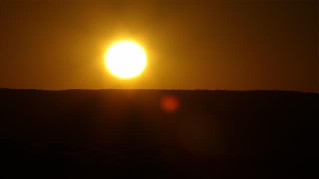 vídeos y material grabado en eventos de stock de ms t/l shot of sun rising / namib dessert, kunene, namibia - wiese