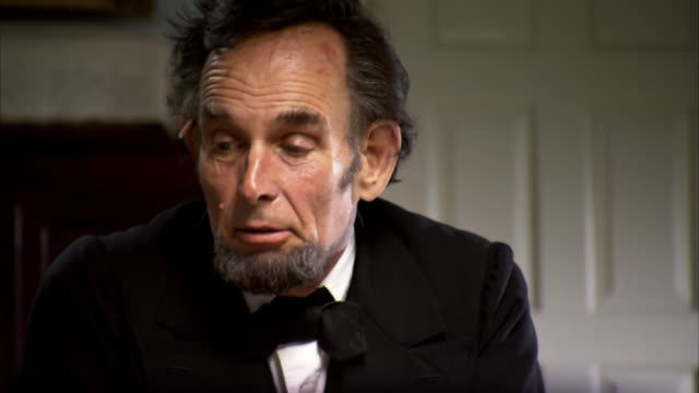 ms tu shot of table and pull up to reveal reenactment president abraham lincoln talking with cabinet members / united states  - präsident der usa stock-videos und b-roll-filmmaterial