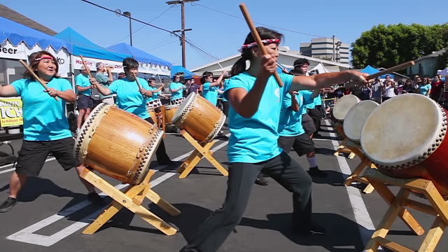 ms shot of taiko drum performers performing at obon festival audio / los angeles, california, united states - 太鼓点の映像素材/bロール