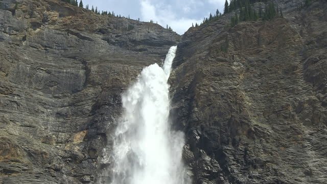 MS Shot of Takkakaw Falls / Yoho Nationalpark, British Columbia, Canada