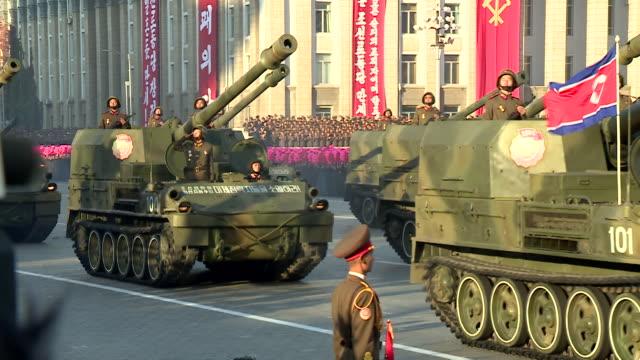 vídeos y material grabado en eventos de stock de shot of tanks being driven during a military parade at kim ilsung square pyongyang - vehículo acorazado