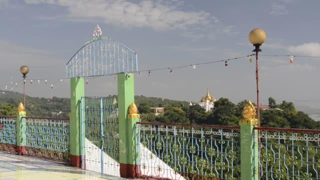 vidéos et rushes de ms shot of temple in hills of sagaing / sagaing, mandalay, mandalay division, myanmar - colline
