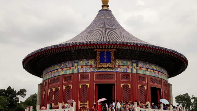vidéos et rushes de ms shot of temple of heaven park / beijing, china - temple du ciel