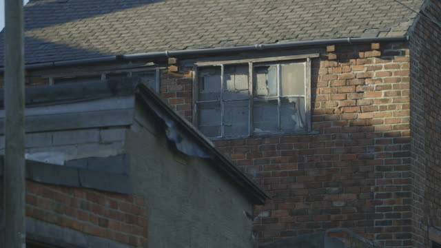 vidéos et rushes de ms shot of terraced house / north of england, united kingdom - maison mitoyenne