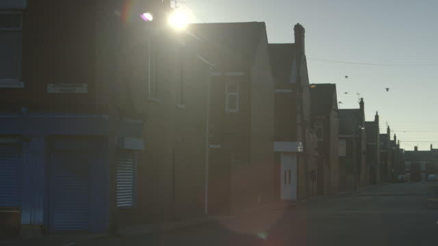 ws shot of terraced houses / north of england, united kingdom - terraced house stock videos & royalty-free footage