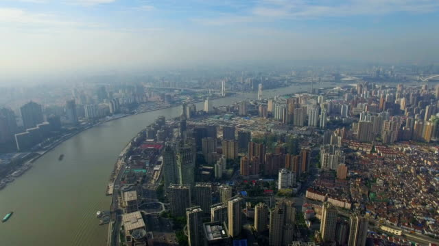 t/l aerial shot of the bund of huangpo river and cityscape/shanghai,china - 上海環球金融中心点の映像素材/bロール