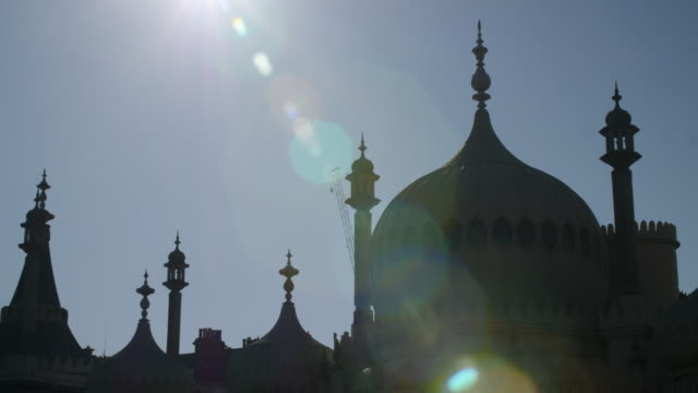 shot of the elaborate domes and minarets decorating brighton's royal pavilion. - kuppeldach oder kuppel stock-videos und b-roll-filmmaterial