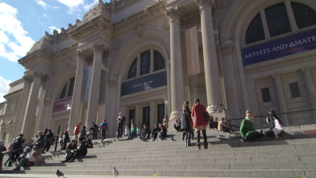 shot of the front of the metropolitan museum of art in new york city. shot slowly zooms out - metropolitan museum of art new york city stock videos & royalty-free footage