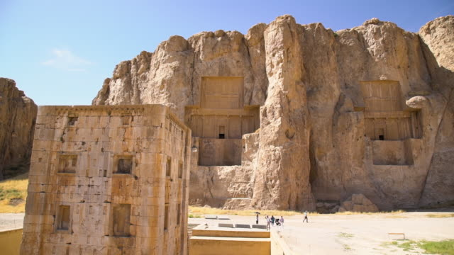shot of the historic  necropolis of the persian kings - imperium bildbanksvideor och videomaterial från bakom kulisserna