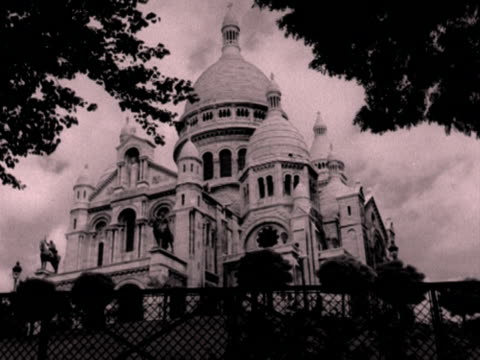 a shot of the sacre coeur in montmartre 1950's - basilique du sacre coeur montmartre stock videos & royalty-free footage
