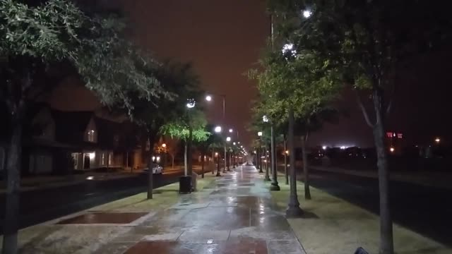 vídeos de stock, filmes e b-roll de a shot of the strong winds in lubbock near texas tech university - chuva congelada