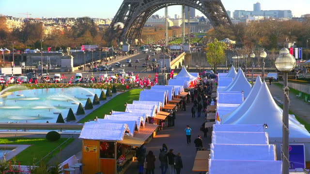 ms shot of tour eiffel, christmas market at trocadero / paris, ile de france, france - christmas market stock videos & royalty-free footage