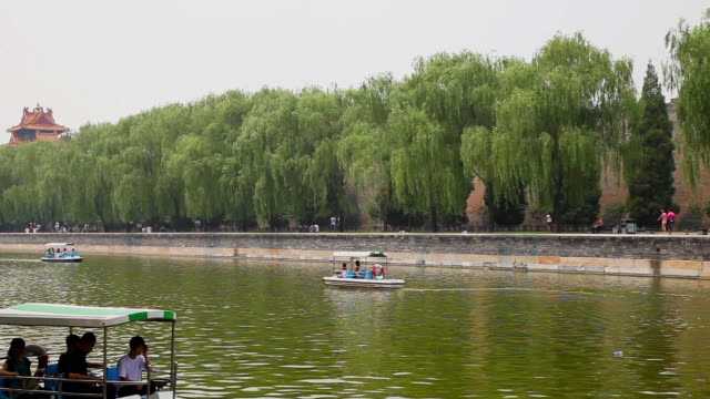 ms shot of tourist boat in moat of forbidden city / beijing, china - moat stock videos & royalty-free footage