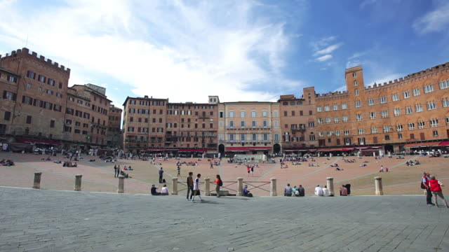 ws shot of tourist roaming and enjoying at piazza del campo / siena, tuscany, italy - piazza del campo stock videos and b-roll footage