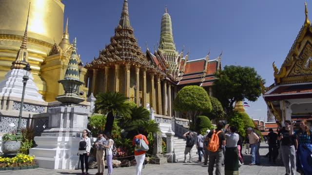 WS Shot of tourists visiting wat phra kaeo temple in grand palace / Bangkok, Thailand