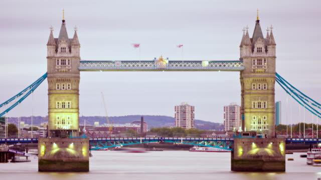 MS T/L Shot of Tower bridge / London, United Kingdom