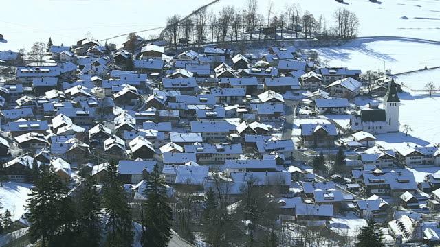 stockvideo's en b-roll-footage met ms shot of town in winter / bad hindelang, bavaria, germany - watervorm