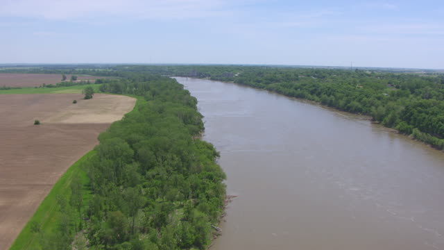 WS AERIAL Shot of track east along Missouri River in Lafayette County / Missouri, United States