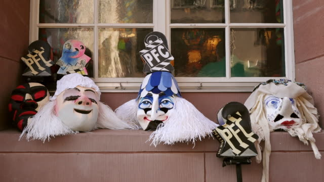 ws shot of traditional masks at basler fasnacht (basel carnival) / basel, switzerland - 五つ点の映像素材/bロール