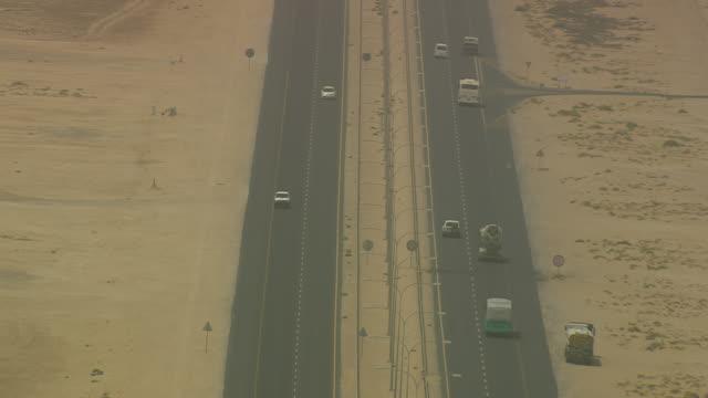 vidéos et rushes de cu aerial zo shot of traffic moving on highway / qatar - qatar