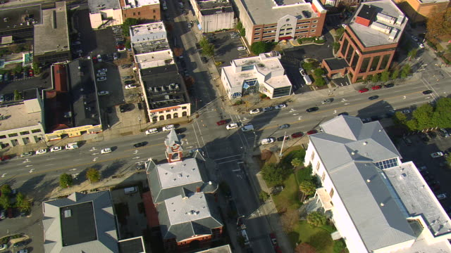 ms aerial td ts shot of traffic moving on road through building in wilmington city / north carolina, united states - wilmington north carolina stock videos & royalty-free footage