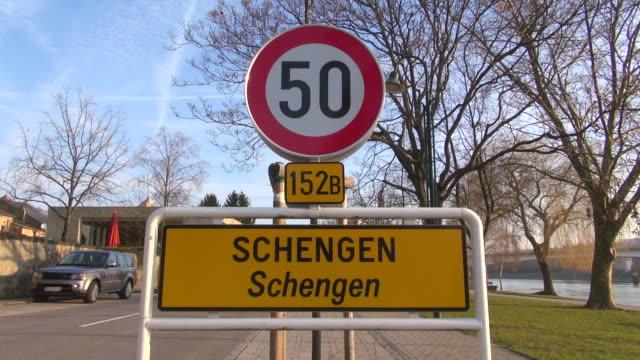 vidéos et rushes de ms shot of traffic sign on road / schengen, luxembourg, luxembourg - signalisation routière