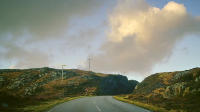 vidéos et rushes de ms pov shot of travelling along road through heathland and hills / drumbeg, scotland, united kingdom - destination de voyage