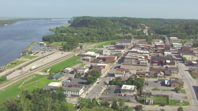 ms aerial tu td zi ts shot of trees and mark twains boyhood home and downtown / hannibal, missouri, united states - mark twain stock videos & royalty-free footage